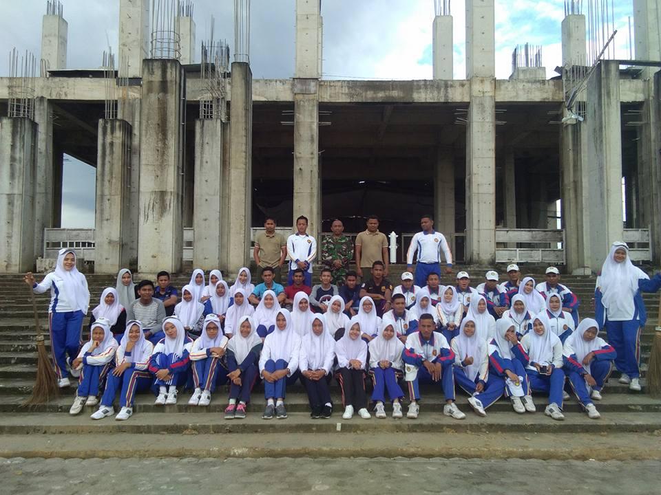 Mahasiswa Akper Kesdam IM Lhokseumawe  Kerja Bakti Bersihkan Masjid